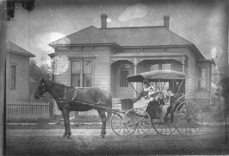 Hugunin Family 1887