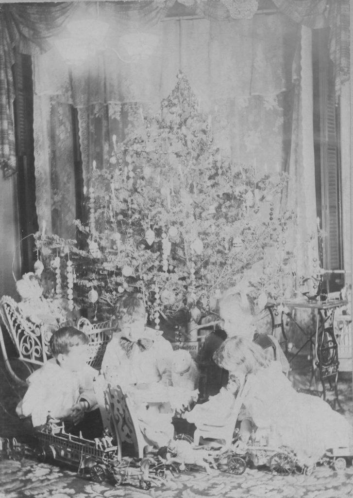 Hugunin Christmas ca 1900